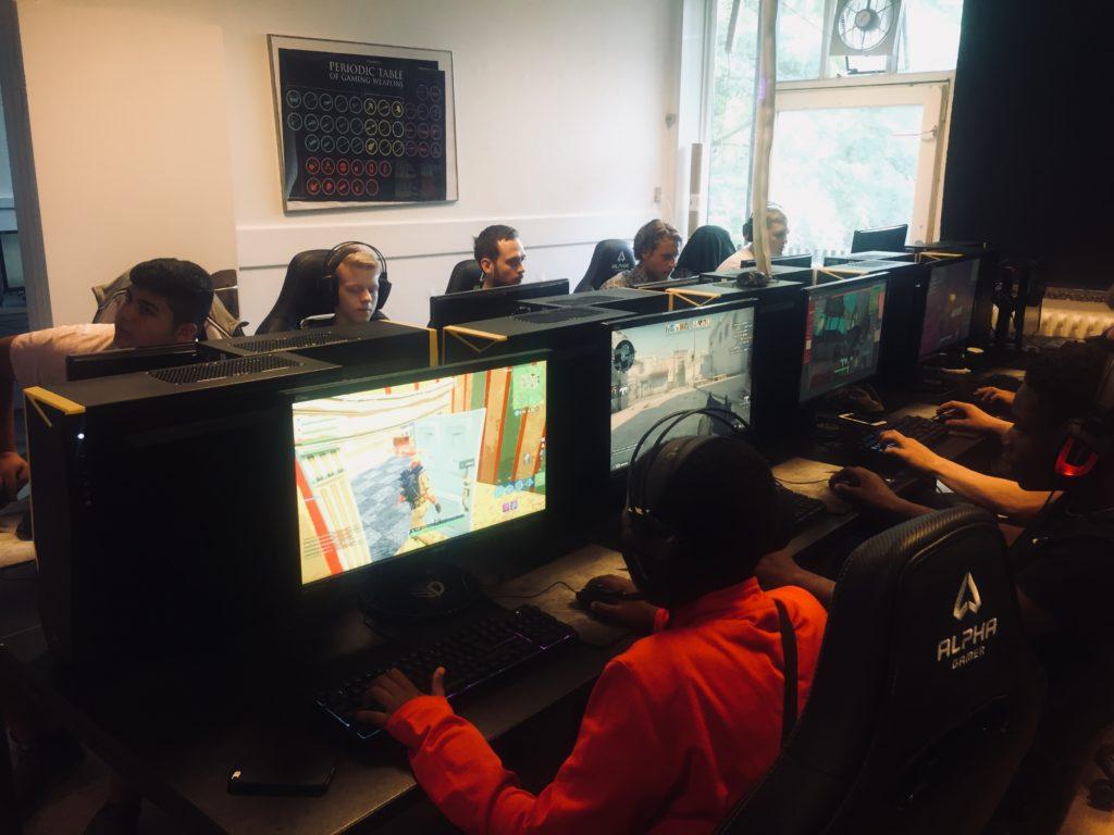 Undervisning i esport på Vesterbro Ungdomsgård